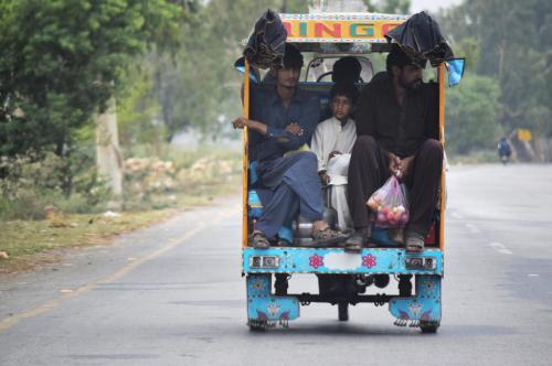 パキスタンの乗り合いチンジー