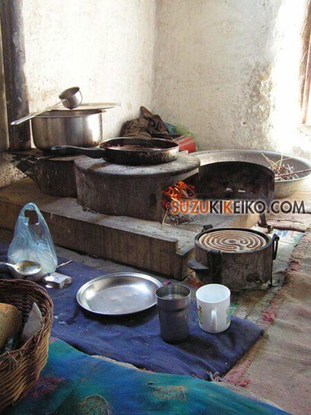 フンザの伝統的な台所 コンロではなくかまどが主流