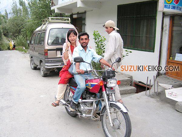 フンザでバイク