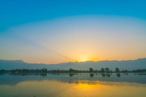 カシミール ダル湖の夜明け