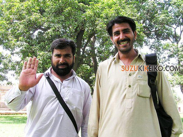 笑顔のパキスタン人