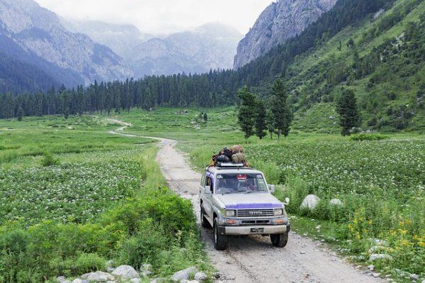 パキスタンで車をチャーター