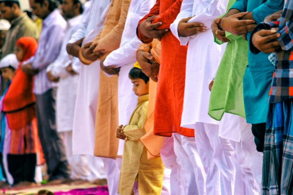 民族衣装は、TPOへの配慮と相手への敬意を込めて