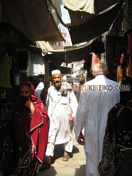 ペシャワール 旧市街のバザール