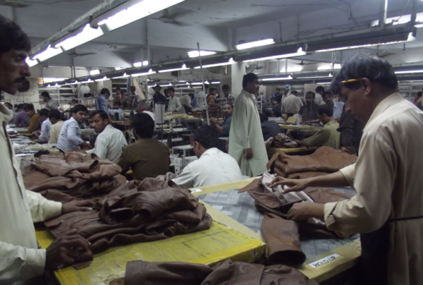 パキスタンの革工場