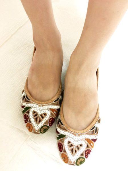 パキスタンやインドの革靴 クッサー