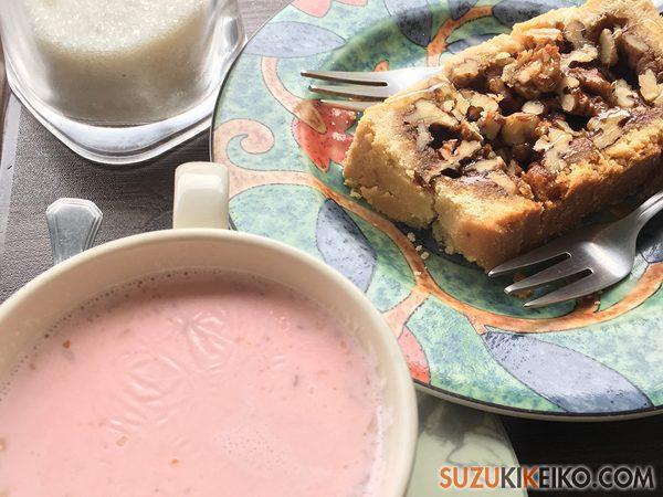 Cafe de Hunza ピンク色のカシミーリーチャイ