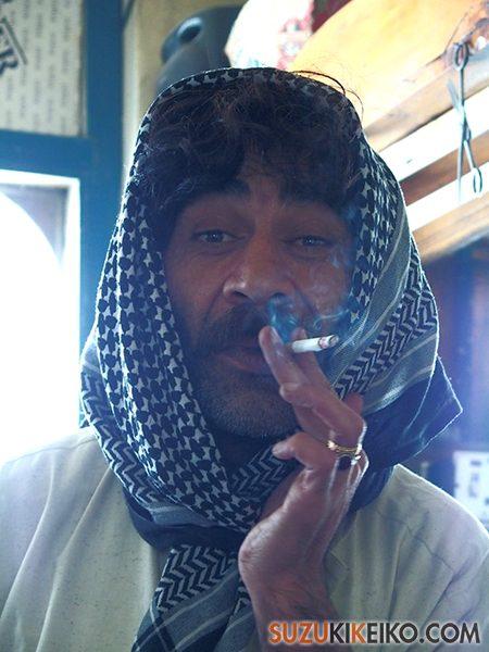 アフガンストールを巻くパシュトゥンの友人