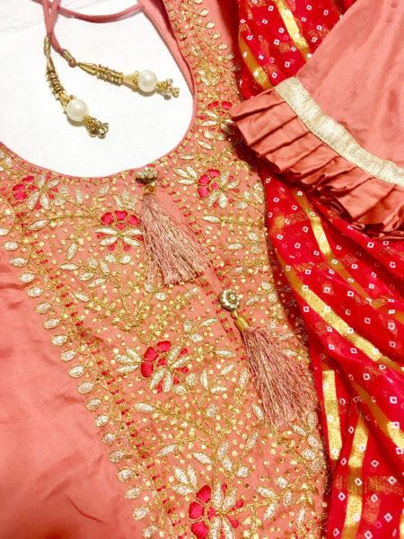 キラキラ刺繍のパンジャビドレス(シャルワールカミーズ)