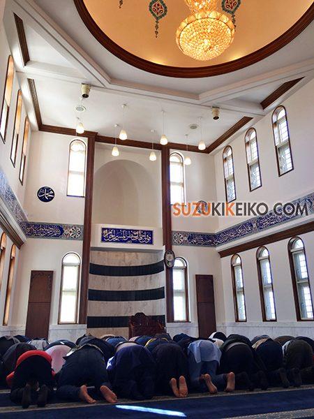 岐阜モスク 正午過ぎの礼拝(ズフル)