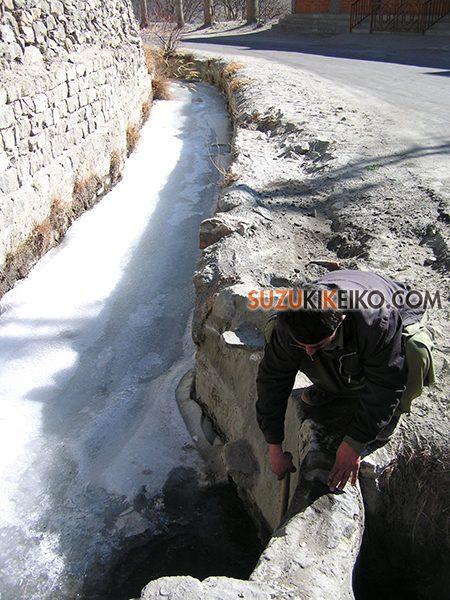 冬のフンザの水路
