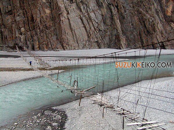 昔のフサニの吊り橋