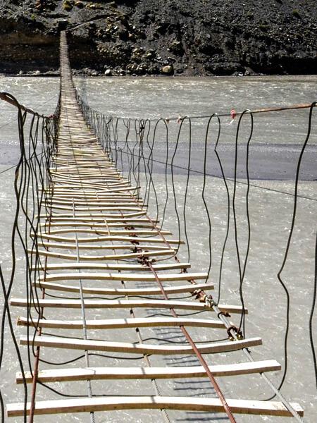 世界一危険!?パキスタン・フンザにあるパスーの吊り橋