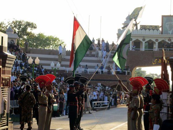 ワガボーダー、インドからパキスタンへの国境通過は可能