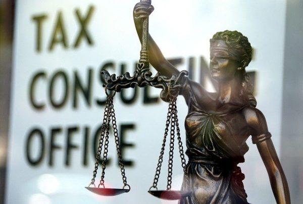 虚偽の難民認定申請で、税金を納めていなくても…
