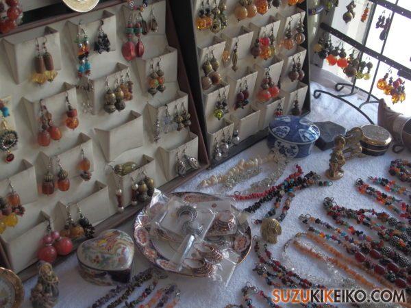 フンザで買うパキスタンの天然石、天然石のアクセサリー