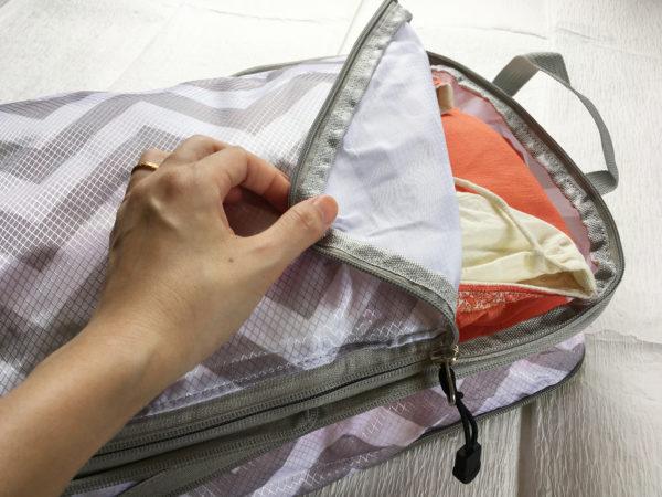 Mサイズの圧縮バッグにシャルワールカミーズ2着を入れてみる