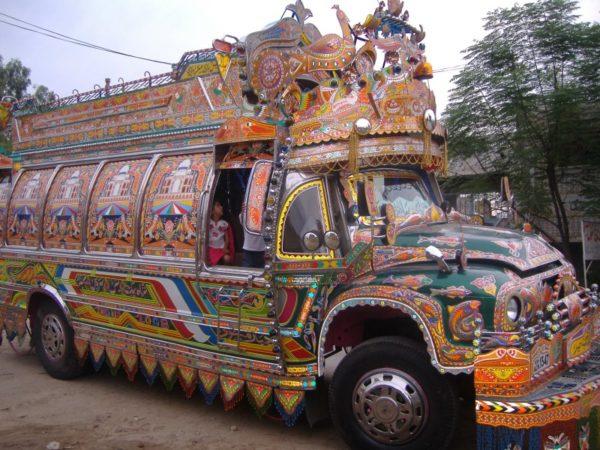 パキスタンのローカルな乗り物