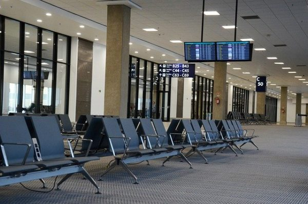 日本からパキスタンへ向かう飛行機が少ない、値段が高い