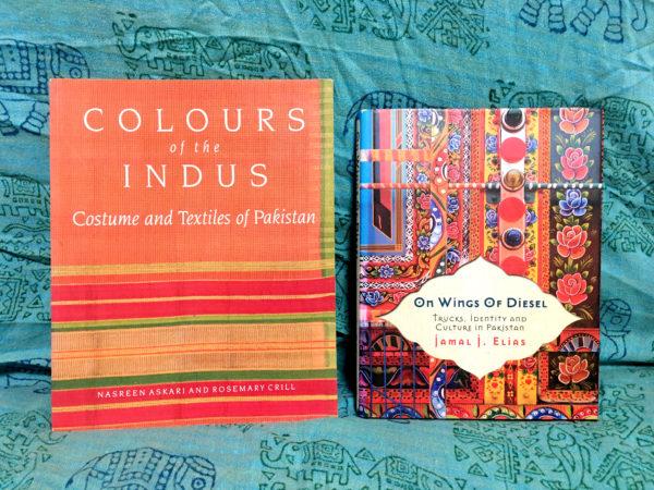 パキスタンのカラフルな写真がいっぱいの洋書